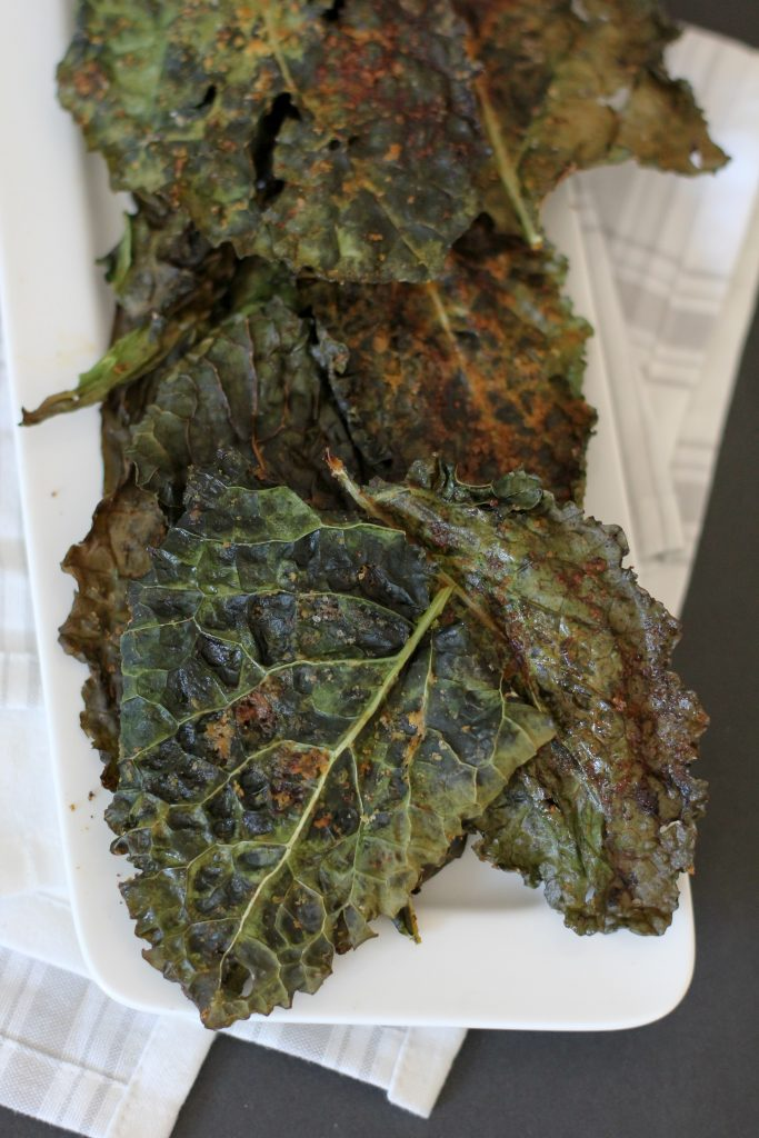 Pizza Kale Chips from the Whole Smiths. The perfect way to pep up your kale chips! Paleo friendly, gluten-free and Whole30 compliant.