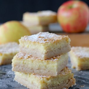 Gluten-Free Apple Bars from the Whole Smiths! Naturally sweetened and so delicious!
