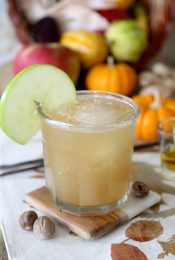 An easy-to-make Ginger Bourbon Cider cocktail that's perfect for your Thanksgiving guests along with a full Thanksgiving spread brought to you in collaboration with my friends at Whole Foods Market.