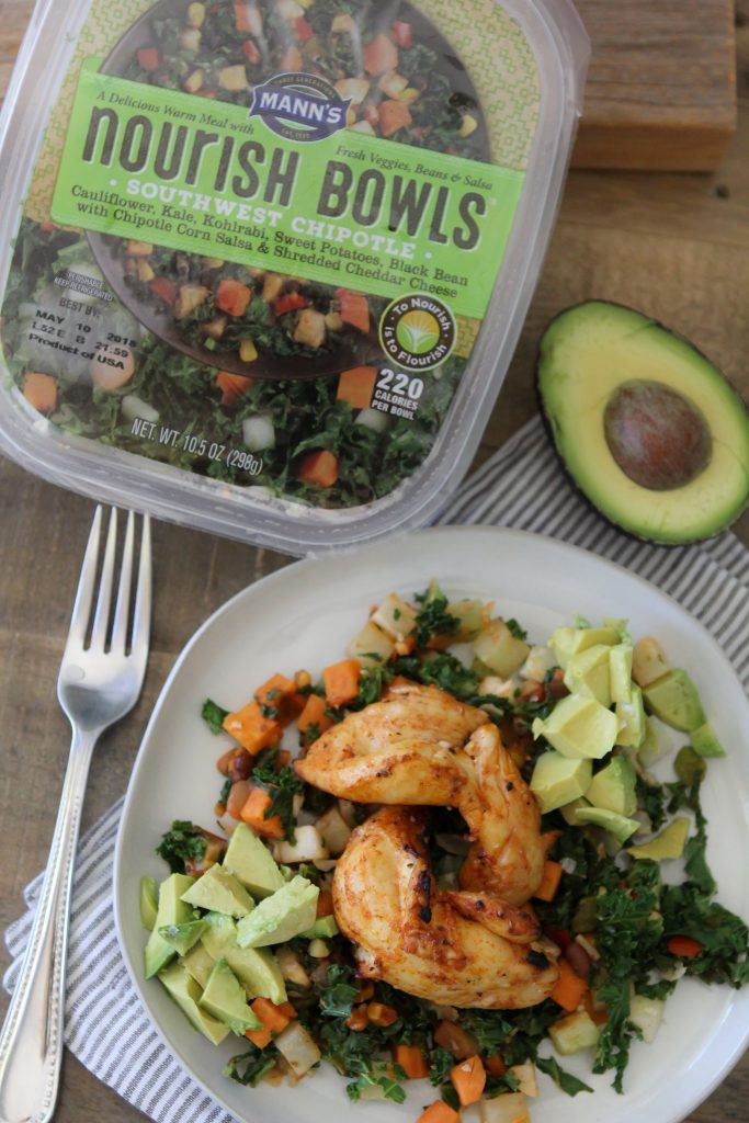 Southwest Chipotle Bowls from The Whole Smiths. Loaded with healthy veggies like cauliflower, kale and more!